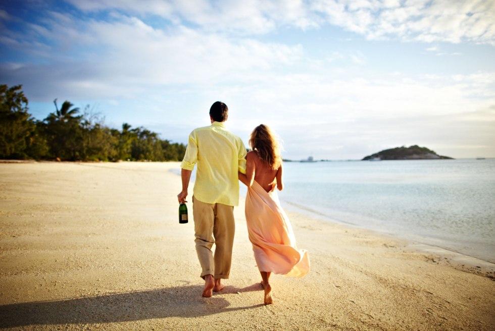 Couple-on-Beach_pz130